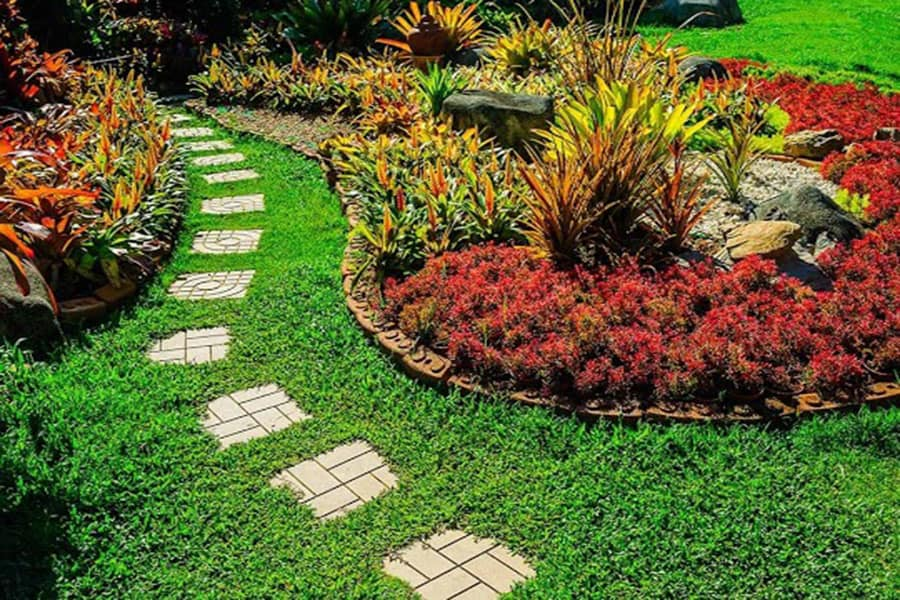 meandering-path-in-your-garden