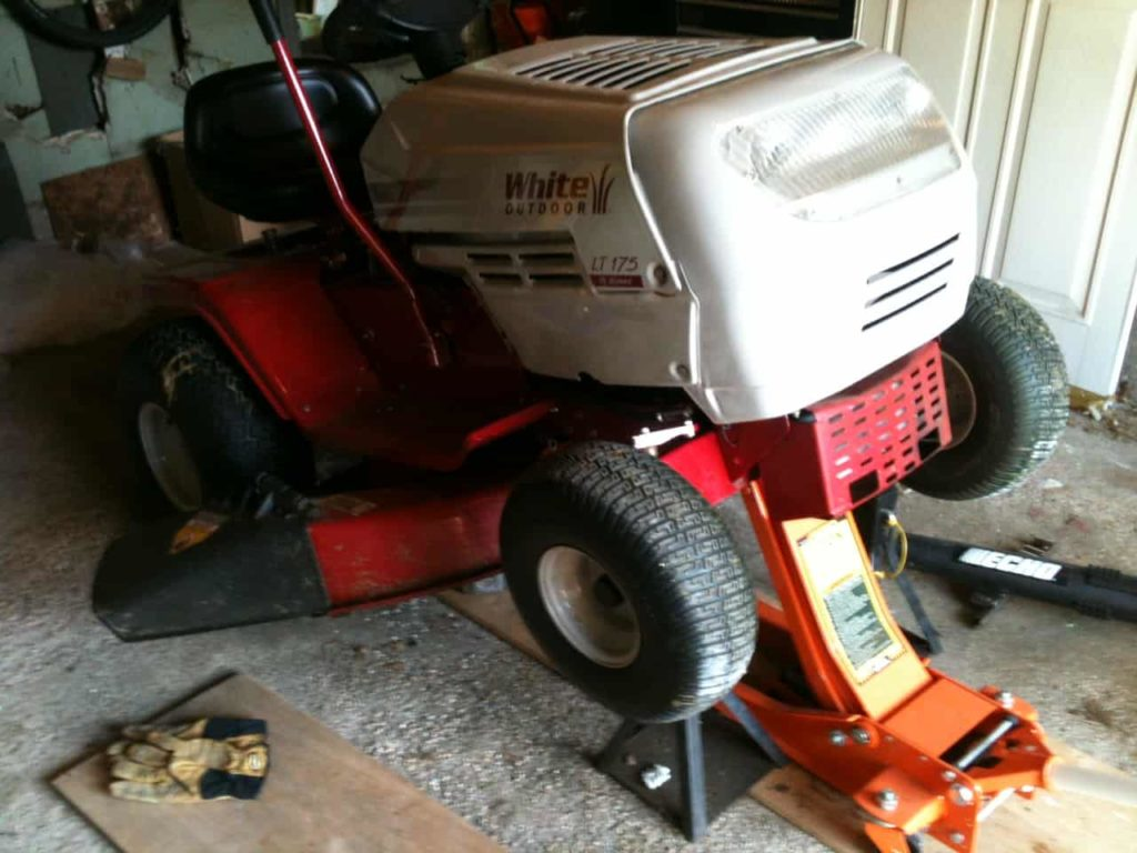 Lawn-tractor-maintenance