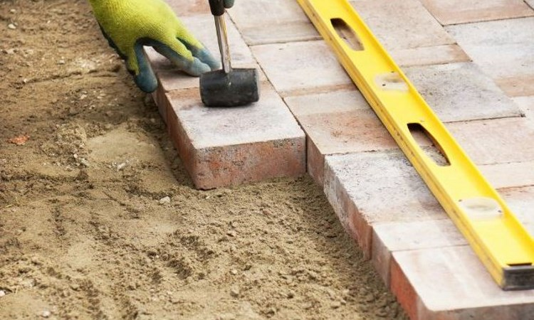 Measuring-area-for-laying-pavers
